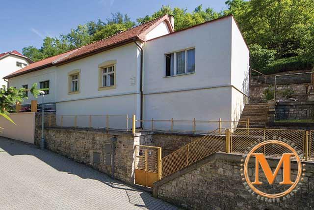 Prodej rodinného domu - Praha 5 b93373721e1