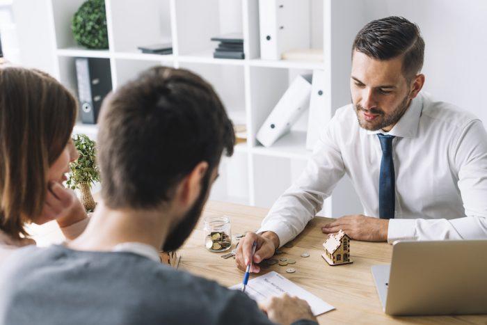 Výkup domu za hotové představuje vyšší rizika.